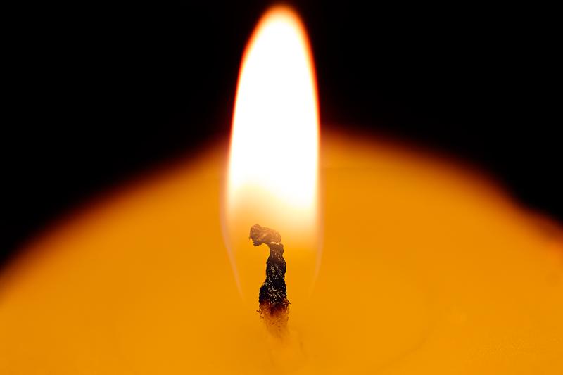Alrededor de una vela