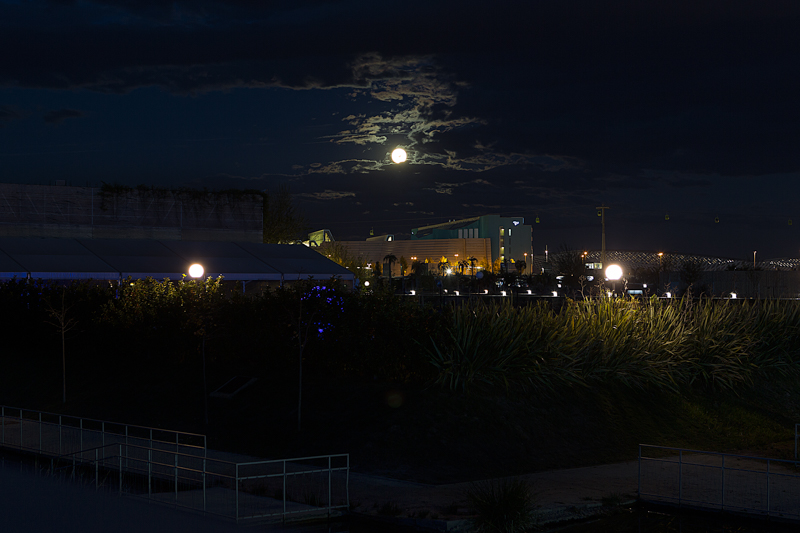 Y la luna siente envidia de tu mirada