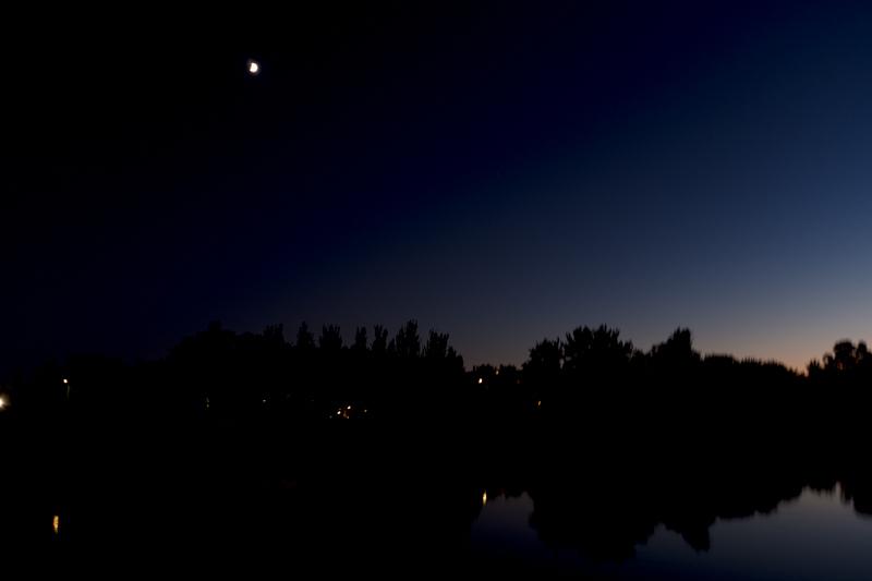 Y la luna sonrie al pasar
